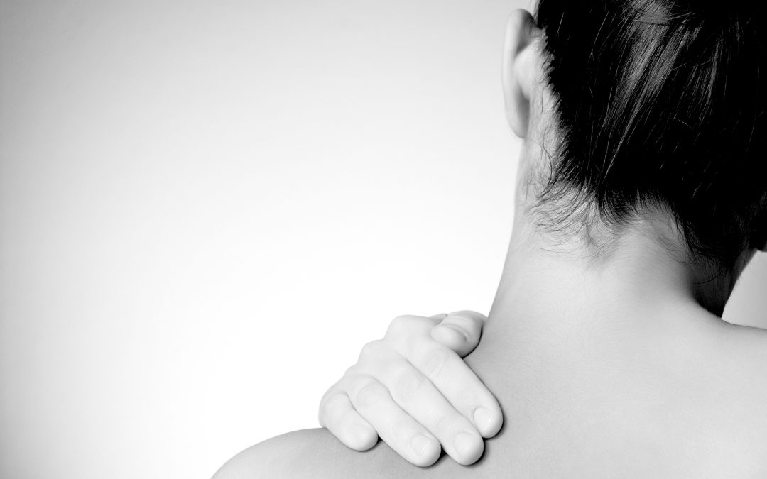 Har du vondt i hodet, skuldre eller som er stive i brystryggen?